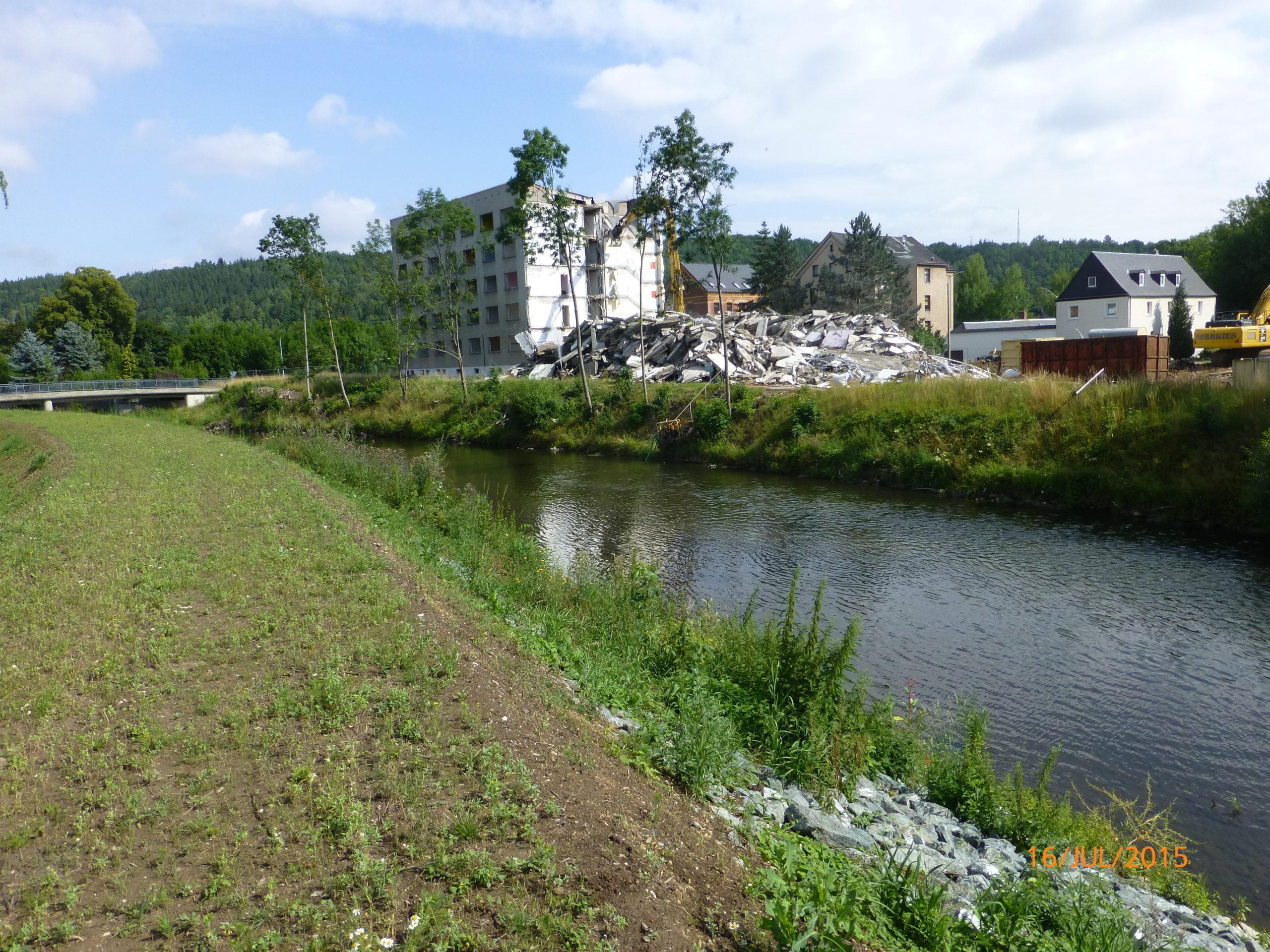 Abriss eines Wohnblocks, Greiz-Dölau