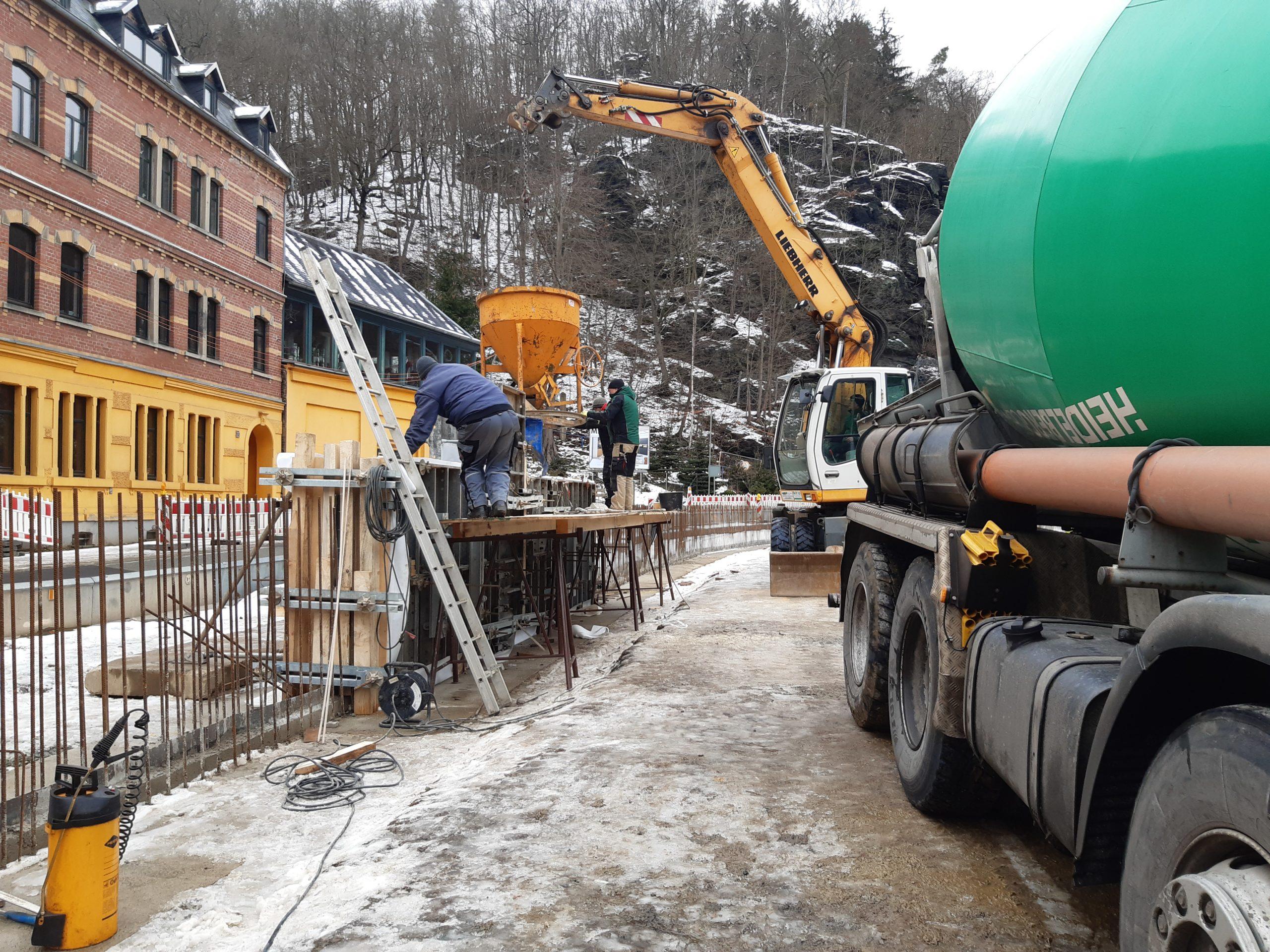 Betonierung der Hochwasserschutzwand in Bauabschnitt 3